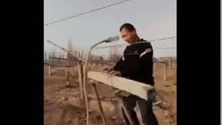 Мигранты-Гастарбайтеры (Клип из мобильника): Гатарбайтеры на стройке танцуют и поют