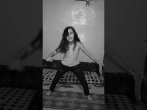 احلى رقص لأحلى طفلة thumbnail