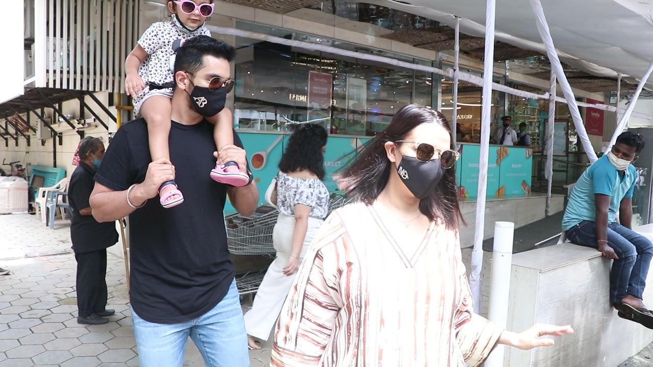 दूसरों पर भाषण देने वालीं Neha Dupia,अपनी बच्ची के चेहरे पर Mask लगाना भूल गईं,पति-बेटी संग आई नजर