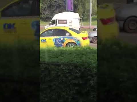 Кола гори на  бул. България