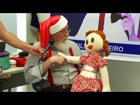 Mick Lee - Aspiring Santas Go to 'Santa School' to Patrice Ahead of Christmas