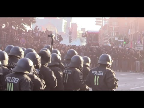 German riot cops fight the black bloc - 2017 - [Hamburg G20]