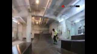 В Раменском прокатиться на скейте можно даже зимой(В подмосковном Раменском экстремалов принимает крытый скейт-парк. Здесь прокатиться на доске, трюковых..., 2014-01-16T09:06:26.000Z)