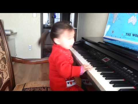 Yesui 3 years old playing piano