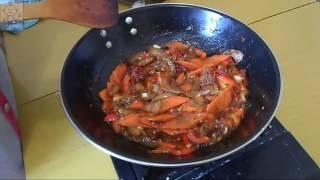 Баклажаны в кисло-сладком соусе (糖醋茄子, Táng cù qiézi). Китайская кухня.