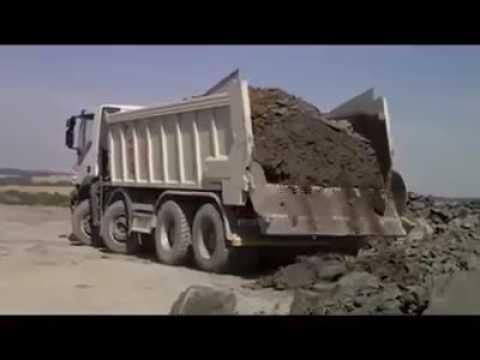 Waste dumping vehicle