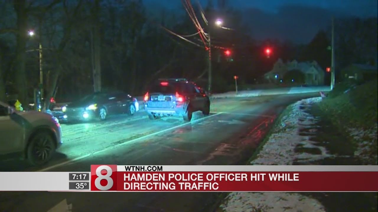 Hamden police officer hit by car while directing traffic - Dauer: 40 Sekunden