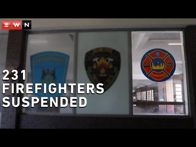EKSKLUSIEF: Die brandbestryders van die onveilige gebou in Joburg word gedwing om in te woon - Eyewitness News