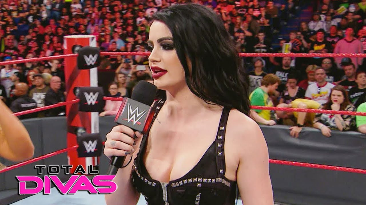 Paige becomes emotional as she prepares her retirement speech: Total Divas Preview, Sept. 26, 2018