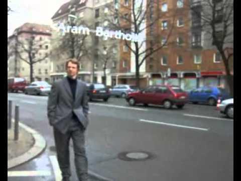 """WoW"" Aram Bartholl, www.datenform.de 2006"