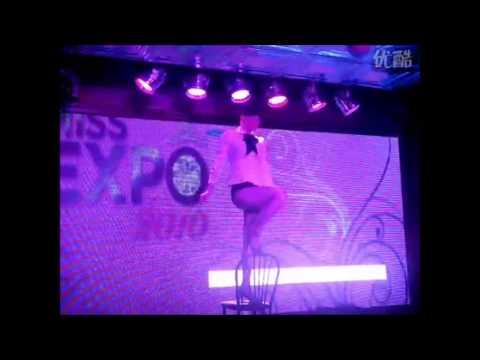 Tanzteufel Sassy Cabaret mit ihrer Chair Dance Show auf der Expo 2010 in Shanghai