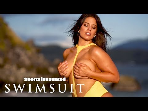 Ashley Graham's Jaw-Dropping Spin On The Typical Swimsuit | Candids | Sports Illustrated Swimsuit. http://bit.ly/2EyVLXw