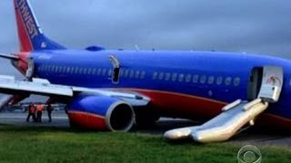 What caused landing gear to collapse on Southwest Airlines plane?