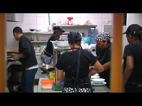 منوعات - مطعم لإعادة تأهيل السجينات في كولومبيا
