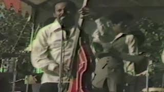 """""""Al Mirarte a Ti""""  Oscar De Leon en  La Villa, Sunny Acres video por Jose Rivera 1979"""