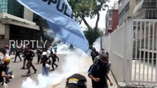 Venezuela: Protesters flee as clashes continue to plague Caracas