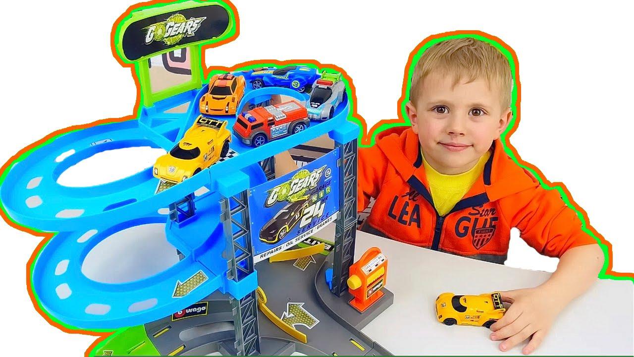 Трек с машинками и трасса трамплин для детей. Видео для ребёнка