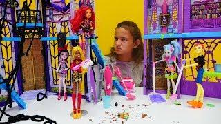 Куклы Монстер Хай и генеральная уборка в классе