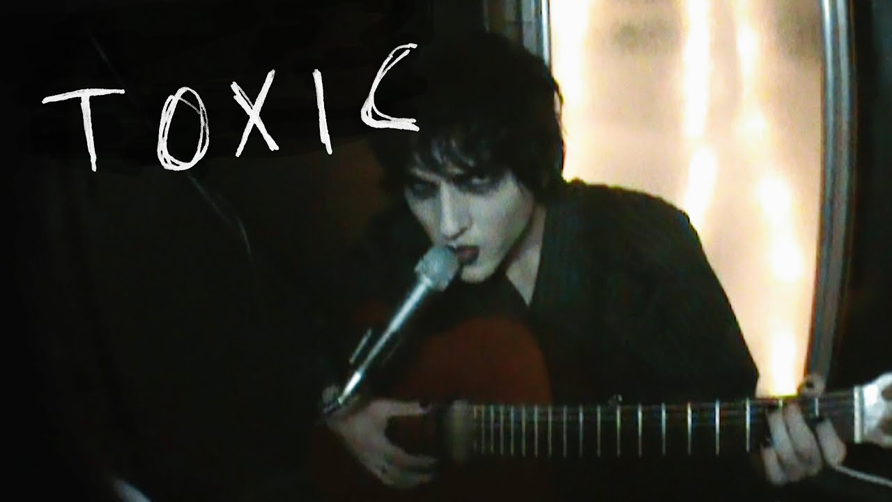 Johnny Goth - Toxic (Acoustic Britney Spears Cover)