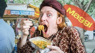 MAGGI NOODLES - Foreigner tries Maggi Noodles for the first time  🍜  Indian Street Food