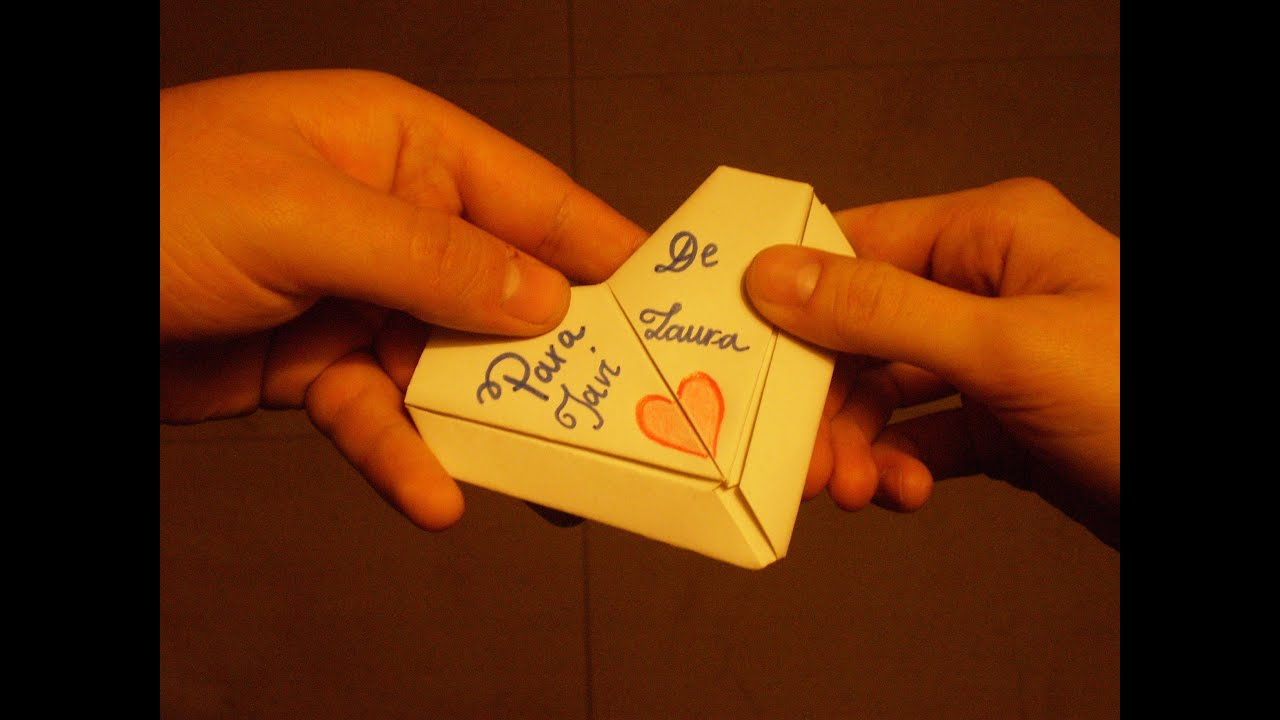 doblado de papel en forma de corazon