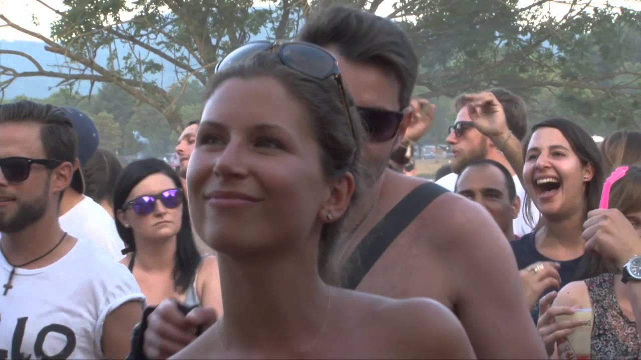 Festival nackt auf FKK Bilder