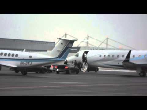 Elton John - Prague 2013 - arival of his plane