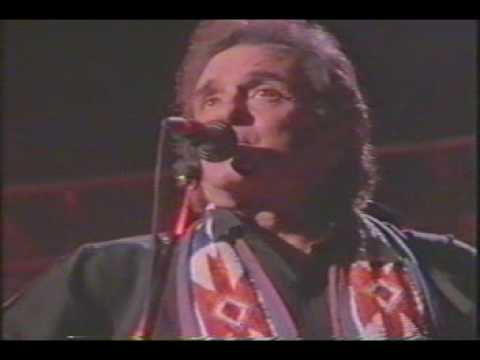 Johnny Cash (with The Highwaymen) - Ring Of Fire (Live)