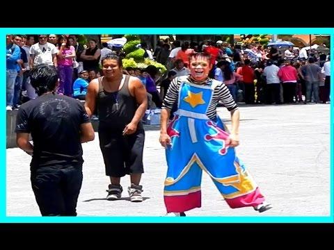 Puebla Zócalo de la Ciudad Danzon Catedral Show Payasos Viajes México Turismo 2014
