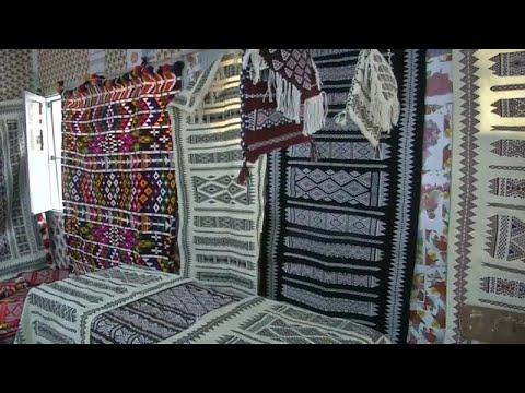 فيديو: الأمازيغ في الجزائر يخوضون معركة بقاء صناعة السجاد…  - 19:22-2018 / 8 / 14