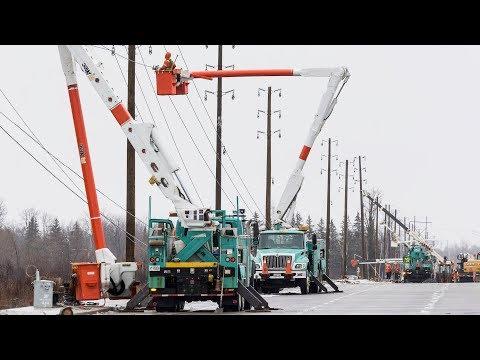 Hydro Ottawa crews repair power lines along Limebank Road