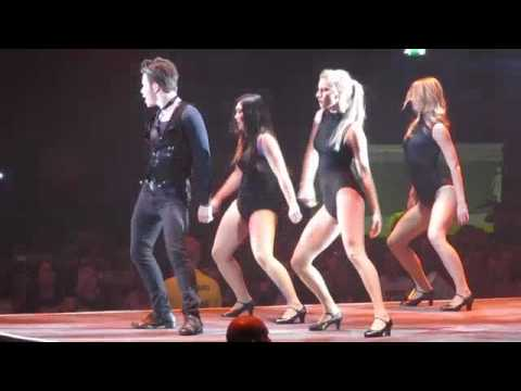 [FANCAM] Glee Live Tour - Chris Colfer (Kurt Hummel) - Single Ladies