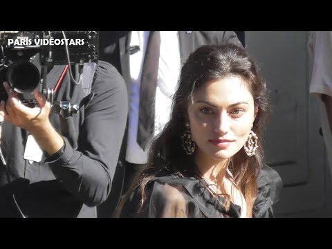 VIDEO Phoebe TONKIN attends Paris Fashion Week 2 july 2019 show Chanel Couture thumbnail