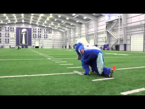 Colts mascot runs the 40