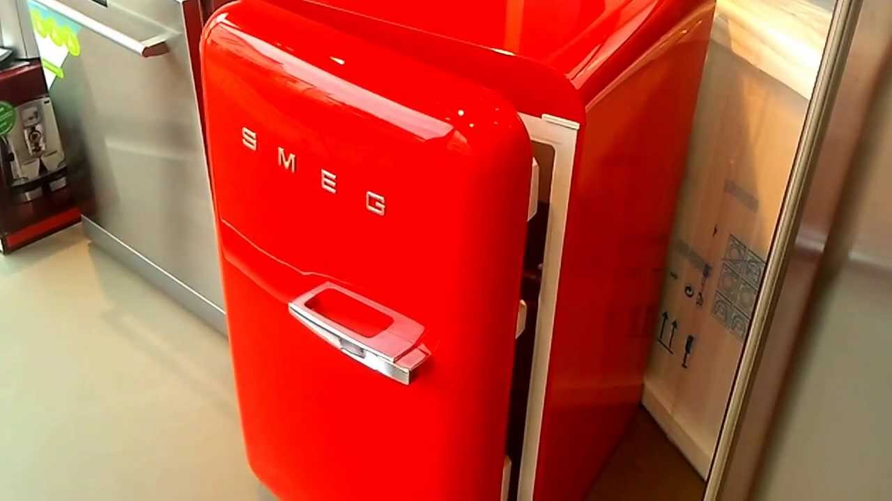 Retro Smeg Koelkast : Fab lr video smeg retro koelkast rood de schouw witgoed youtube