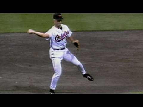1997 ASG: Ripken Jr. makes a barehanded play at third