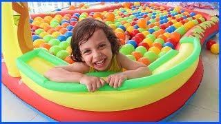 Yankı'nın Balkonda Havuz Keyfi | Çocuk Videosu | Prens Yankı