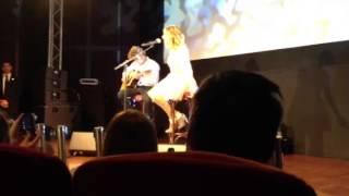 Showcase de Tini en Francia !!!