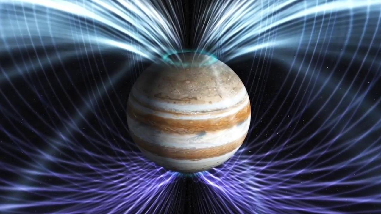 How does Juno explore Jupiter?