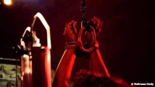 Machine BDSM : la Fouetteuse de Maîtresse Cindy