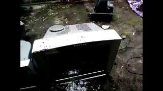 Весенняя утилизация в Тобольске / Disposal of old household appliances in Russia