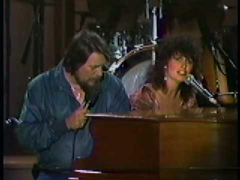 Waylon Jennings & Jessi Colter - Silent Night