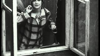 Download Video W starym kinie - Każdemu wolno kochać (1933) MP3 3GP MP4
