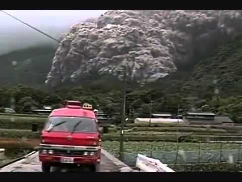 Dome collapse and pyroclastic flow at Unzen Volcano