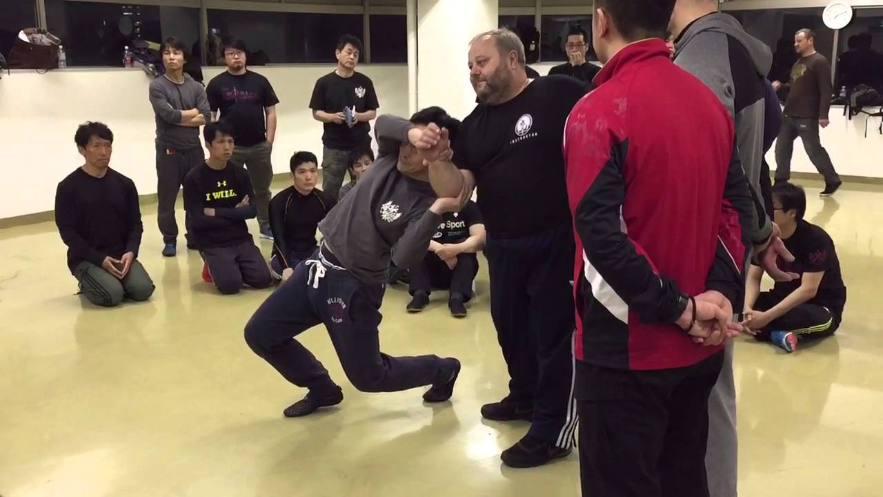 Mikhail Ryabko's Systema Local tension demo at Osaka dojo 2016