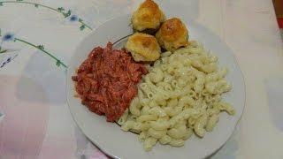 Готовим обед: макароны, грибы фаршированные, салат из свеклы