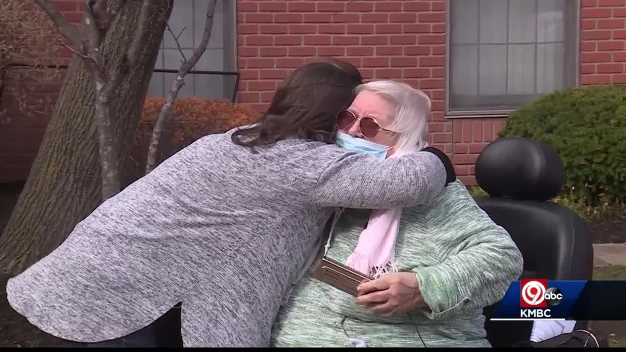 84-year-old fully vaccinated against COVID-19, first hug in more than a year – KMBC 9