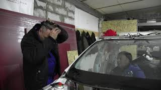 Как срезать лобовое стекло авто Tesla Model S. Разборка и ремонт электромобилей.