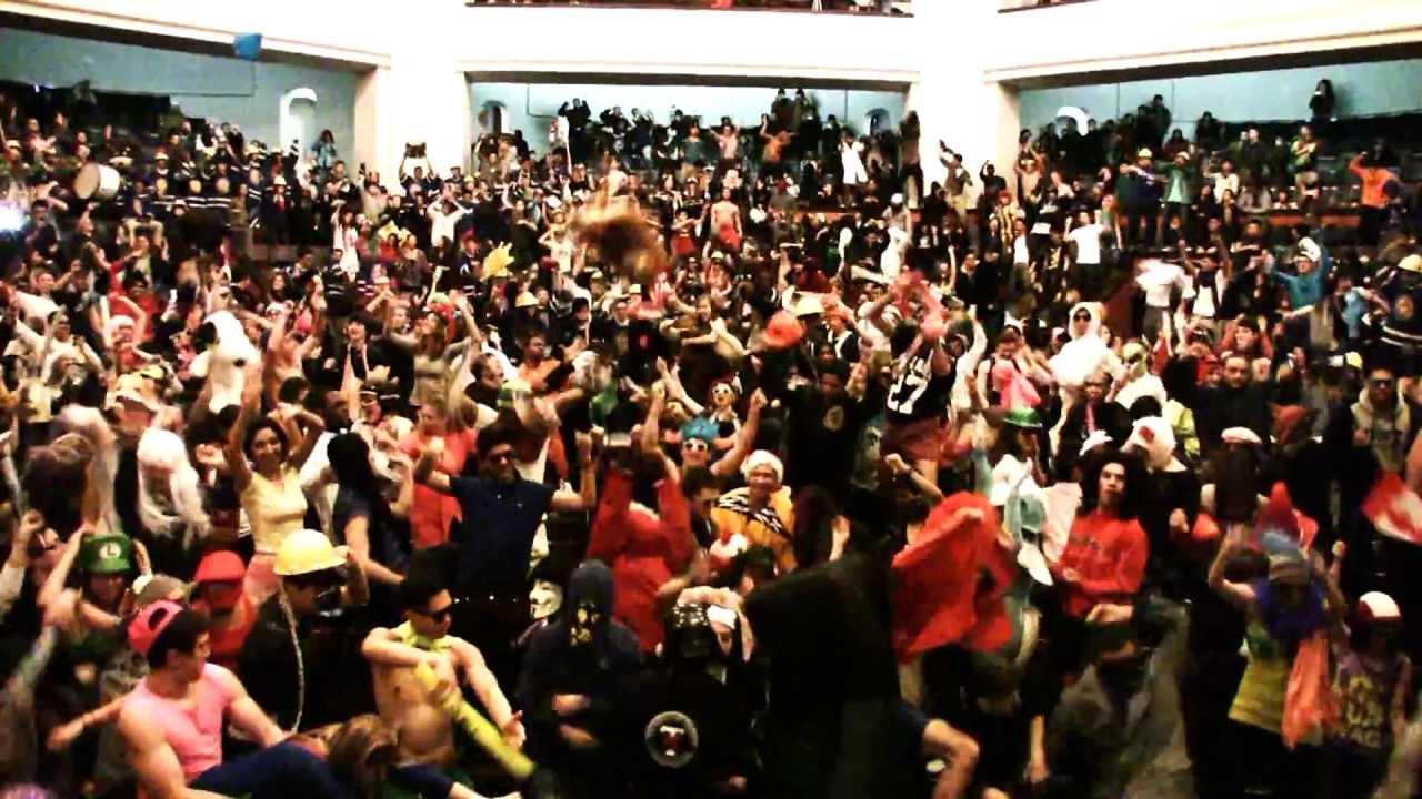 University of Toronto does the Harlem Shake - YouTube