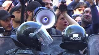 Ապրիլ 19․ Ոստիկանները բռնություն են կիրառում խաղաղ ցուցարարների նկատմամբ